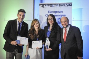 The winners of the Charlemagne Youth Prize with Martin Schulz
